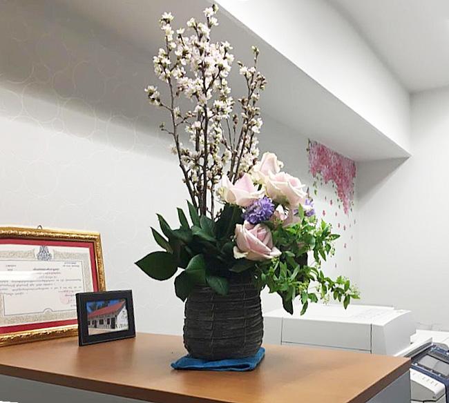 3周年記念に、花を飾りました