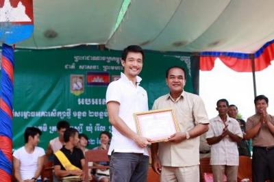カンボジアの子供たちを支援するため、ルサイ村に小学校を開校!